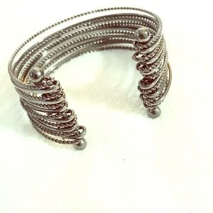 Fat bracelet with many rings